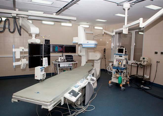 Эмболизация проводится в рентгеноперационной