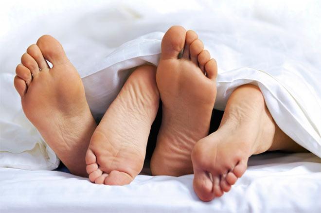 Ноги из под одеяла